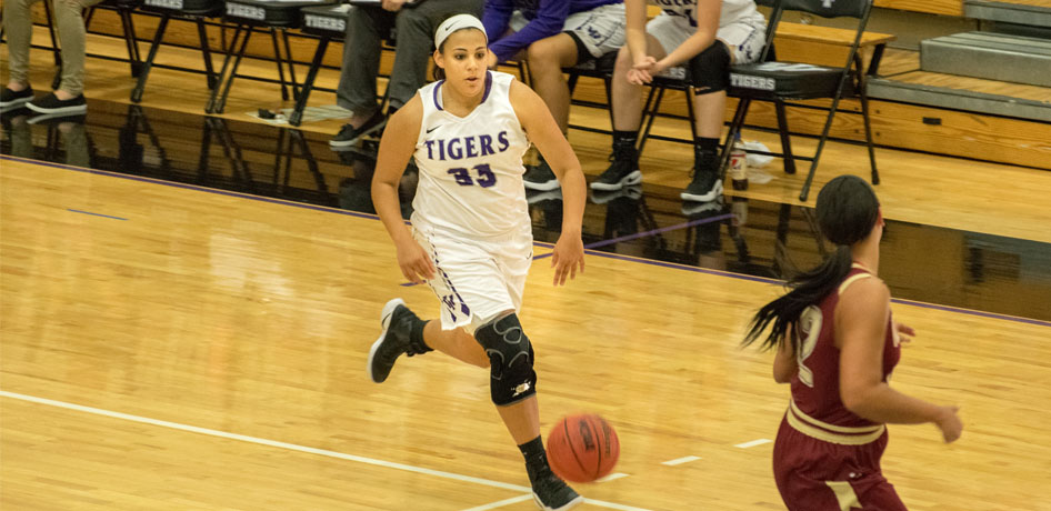 Photo for Tigers Take Down Fontbonne for Third Straight SLIAC Win