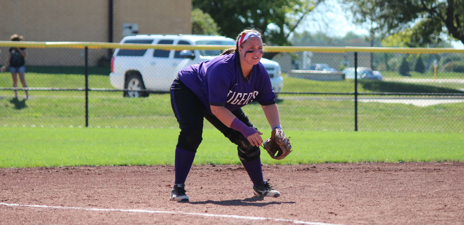 Photo for Softball Extends Win Streak to Four with Sweep of MacMurray