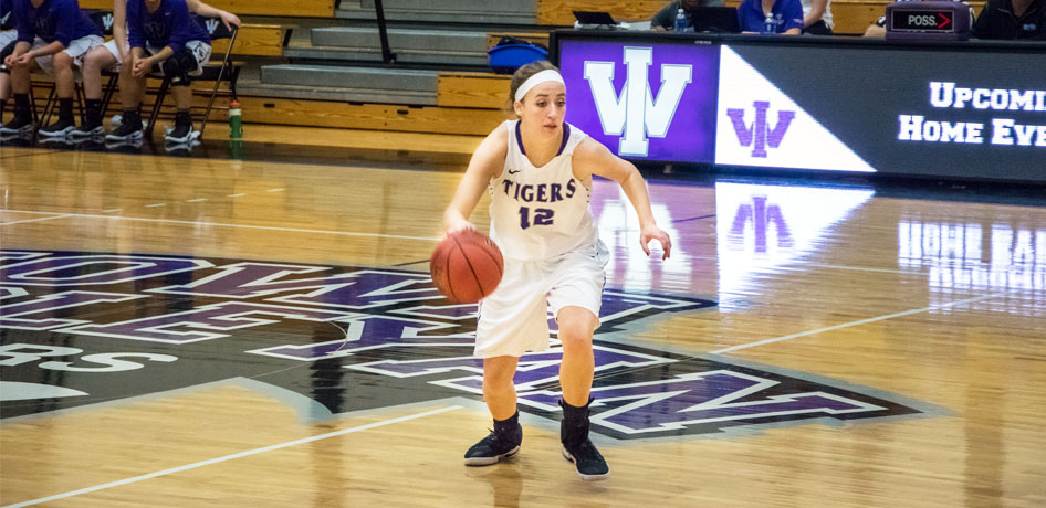 Photo for Tigers Take Down Blackburn for First SLIAC Road Win